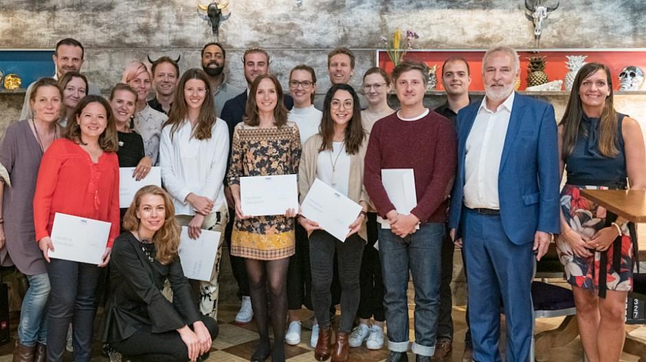 Hochschule für Wirtschaft Zürich: 24 Studierende pitchen vor Publikum