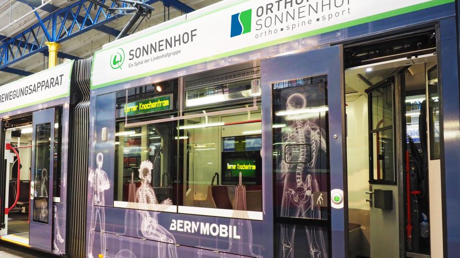 Lindenhofgruppe: «Knochentram» wirbt für Orthopädie-Abteilung