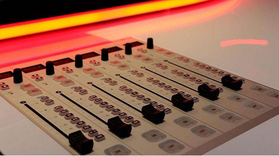 Mediapulse: Privatradios müssen Federn lassen