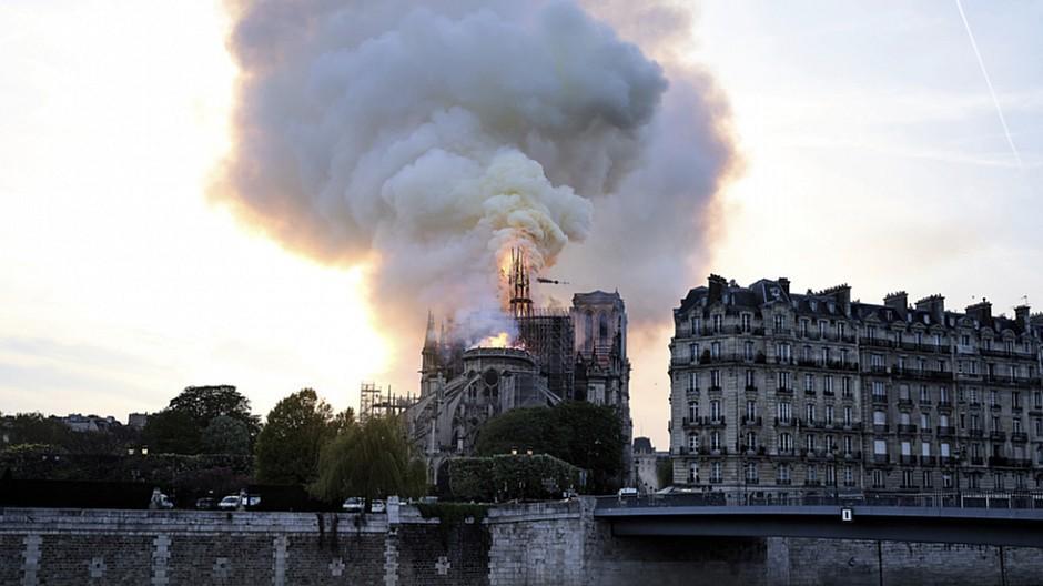 Notre-Dame in Flammen: Frankreich ist entsetzt über den Brand
