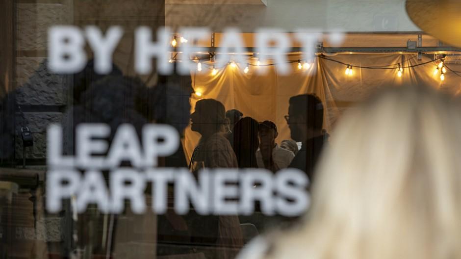 By Heart / Leap Partners: Fröhliche Party der Sommerfrischler