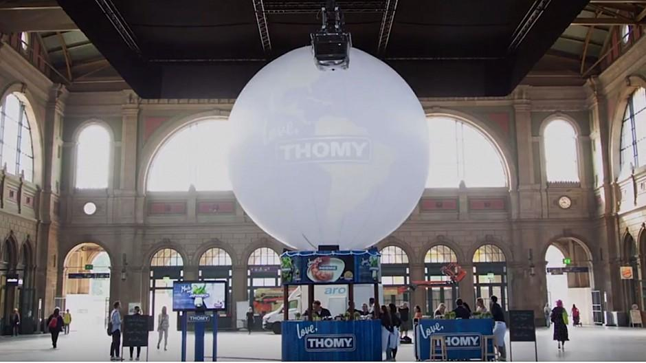 Promotion-Tools: Gigantische Weltkugel im Zürcher Hauptbahnhof