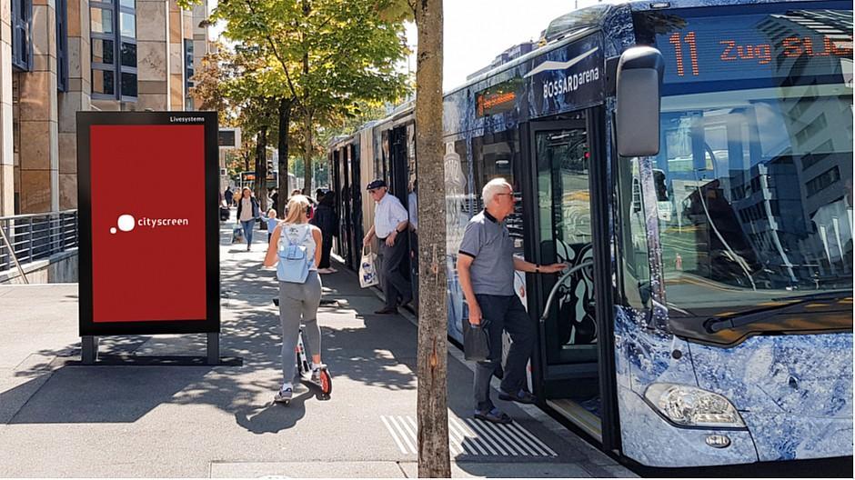 Livesystems: In Zug acht Cityscreens montiert
