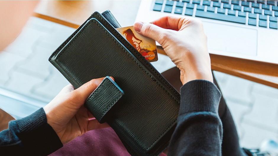 Black Friday: Konsumenten erhöhen ihre Kreditkartenlimite