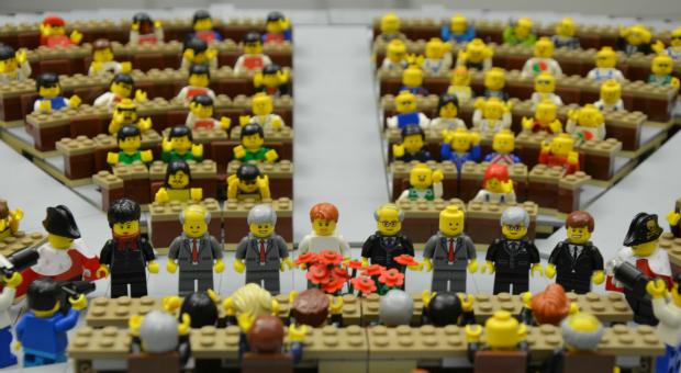"""Content Marketing: """"Legoslative"""" auf Watson wirbt für Onlineshop"""