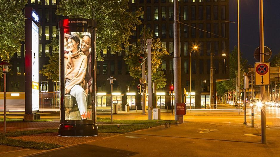 Neo Advertising: Leuchtdrehsäulen in Zug neu im Angebot