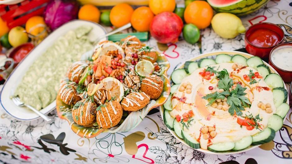 Sommerfest: Libanesische Speisen und sommerliche Drinks