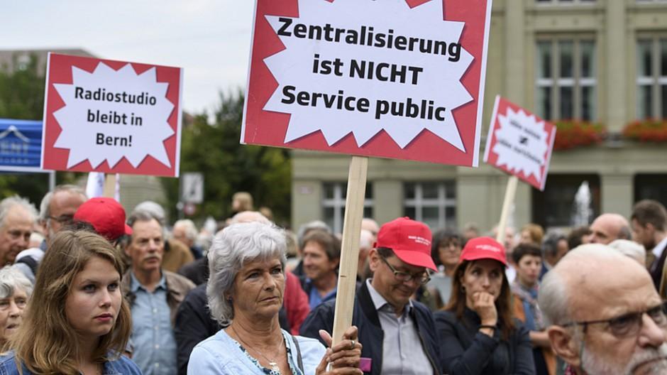 Umzug Radiostudio Bern: Medienschaffende und Politiker sehen Rot