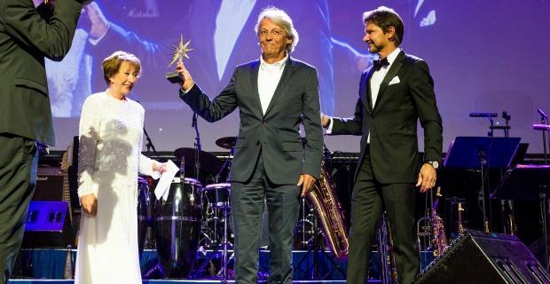 """Mediennacht: Urs Peter Naef erhält den """"MedienStar""""Award"""