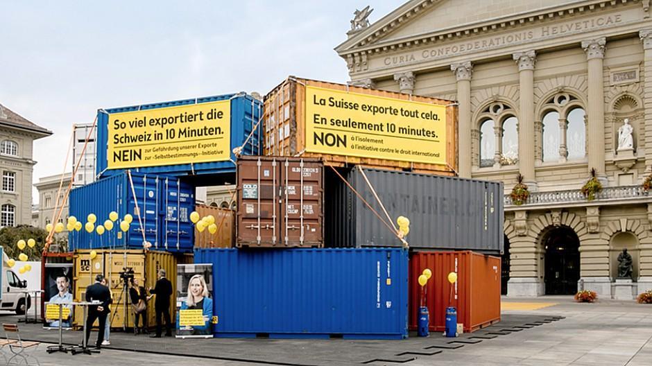 Scholz & Friends Zürich: Mit Containern gegen die SVP-Initiative