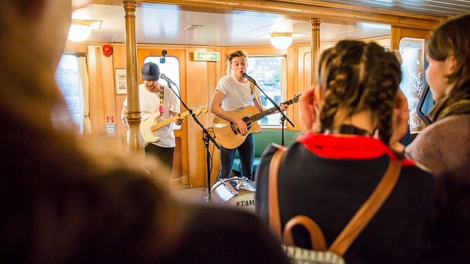 20 Minuten: Mit Sänger Nickless auf dem Schiff gefeiert
