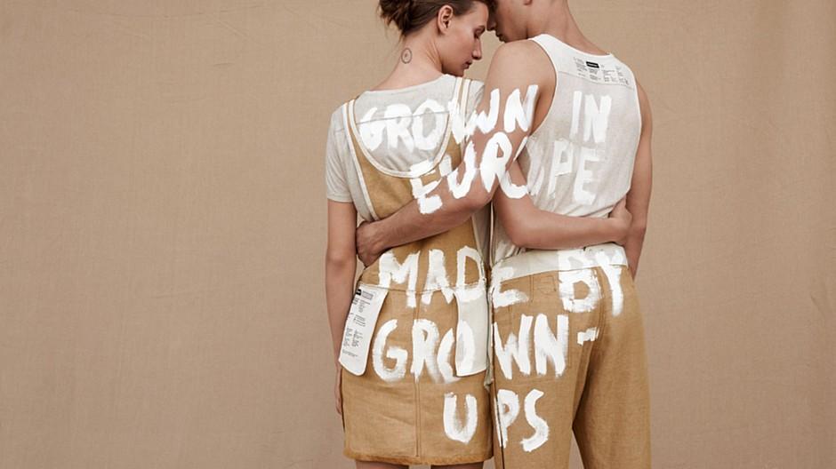 Studio Marcus Kraft: Nach aussen gekehrte Kleider und Botschaften
