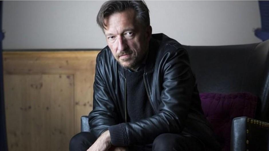 Lukas Bärfuss: Ein Interview, zwei unterschiedliche Titel