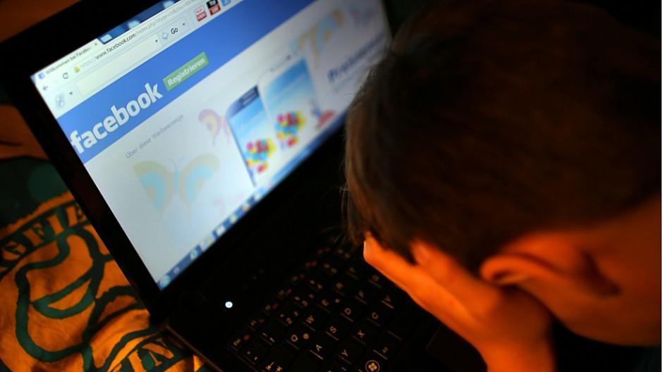 Facebook: Nutzer sollen Nacktbilder einschicken