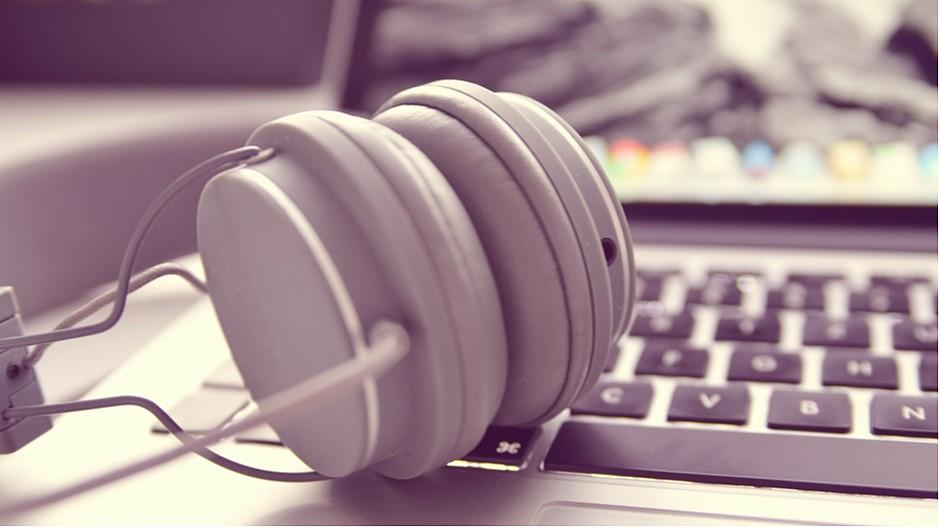 Webmedienmonitor 2019: Radio und TV verlagern sich ins Internet