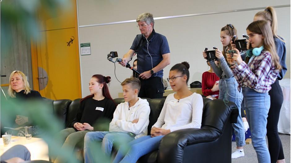 SRF/YouNews: Schüler filmen den «Club» mit Smartphones