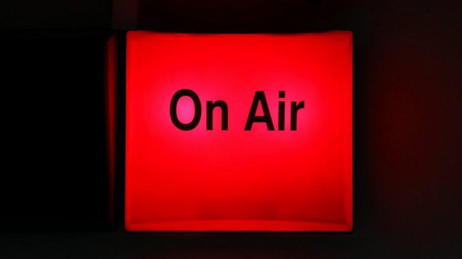 Service-public-Bericht: Sparten-Radios sollen auf Sendung bleiben