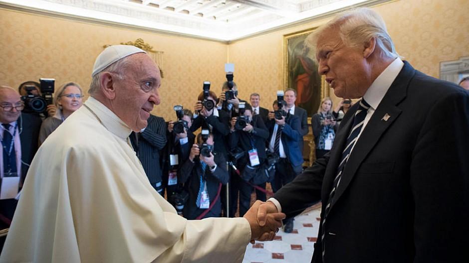 Twitter: Trump hat mehr Follower als der Papst