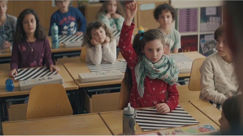 Freundliche Grüsse: Wenn Schulkinder «müend go schaffe»