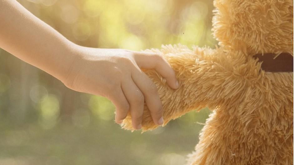 Bauknecht: Riesen-Teddy überrascht Pendler