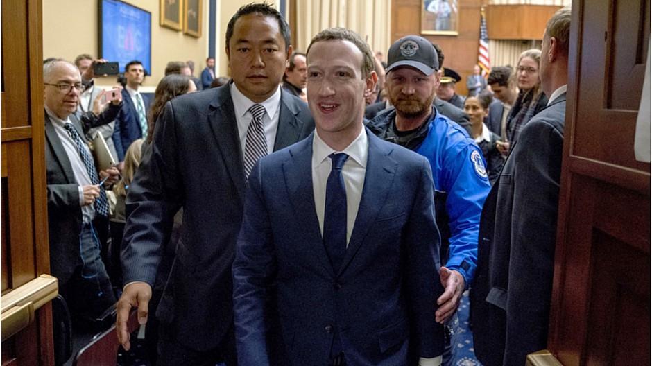 Datenskandal um Facebook: Zuckerberg kommt glimpflich durch Fragemarathon