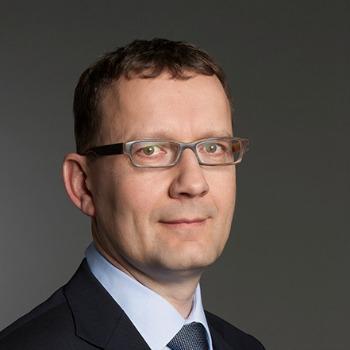 Zu seinem Nachfolger als CFO wählte der Verwaltungsrat Thomas Peyer, bisher CFO der Division Global Travel Services (GTS). Beide übernehmen ihre neuen ... - 01_peter_meier_pr_101_rgb_small_kopie